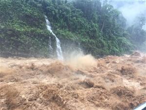 Mưa lớn gây lũ quét, sạt lở đất, nhiều tuyến giao thông các tỉnh Tây Bắc tê liệt
