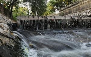 Nước thải đầu độc sông, hồ Hà Nội như thế nào