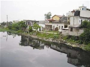 Ô nhiễm nặng do nước thải sinh hoạt tại đáy lưu vực sông Nhuệ